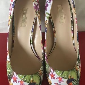 Guess Eloy2 Floral Fabric Pumps